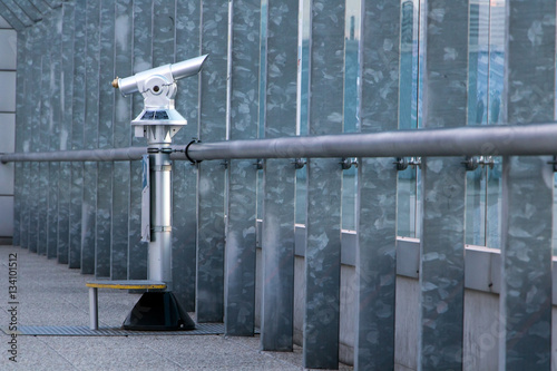 Fotografia coin operated telescope on the observation deck at the airport