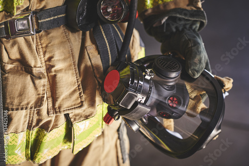 Canvas-taulu a firefighter holding an oxygen mask