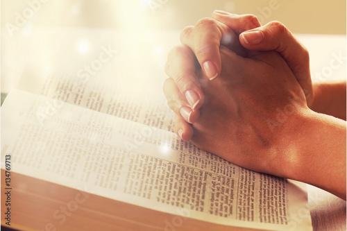 Praying. Fototapeta
