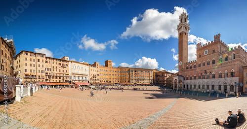 Obraz na plátně Sunny view of Piazza del Campo in Siena, Toscana region, Italy.