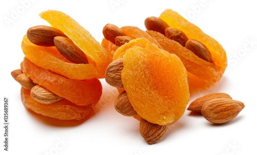 Fotografia Dried apricot with almonds