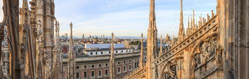 Fototapeta premium Panoramiczny widok na Mediolan z kopuły, Włochy
