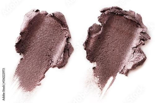 Fotografia crushed eyeshadow isolated on white