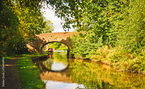 Slika na platnu The Grand Union Canal in Hertfordshire on a sunny early autumn afternoon