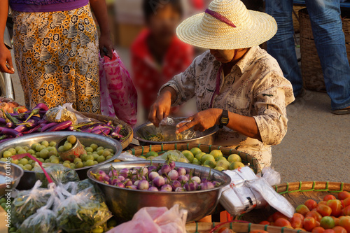 Obraz na płótnie Woman selling vegetables
