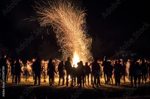 People Dancing around a Bonfire Fototapete