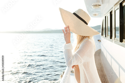 Stampa su Tela Attractive beautiful woman wearing hat posing on the yacht