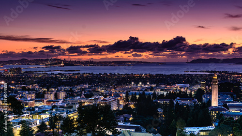 Leinwand Poster San Francisco Bay area and city of Berkeley on a spring evening