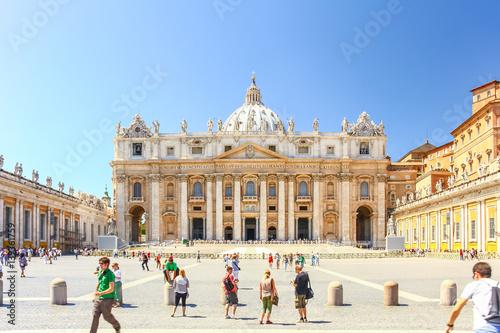Obraz na płótnie VATICAN CITY, VATICAN - AUG 10, 2011 : Basilica of Saint Peter in the Vatican