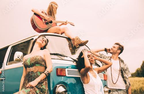 Hippie friends having fun фототапет