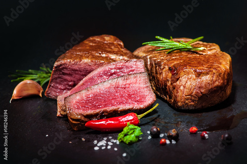 Carta da parati Grilled beef fillet steaks with spices