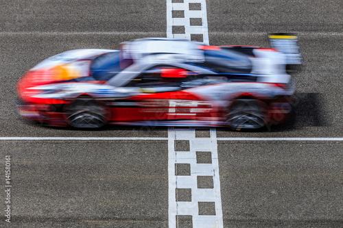 Fototapeta premium Motion blur, wyścigi samochodowe wyścigowe na torze prędkości