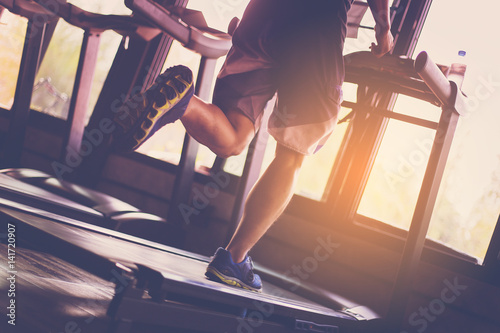 Obraz na płótnie People running in machine treadmill at fitness gym