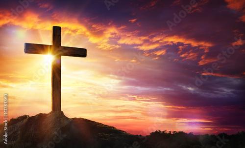 Foto Crucifixion Of Jesus Christ - Cross At Sunset