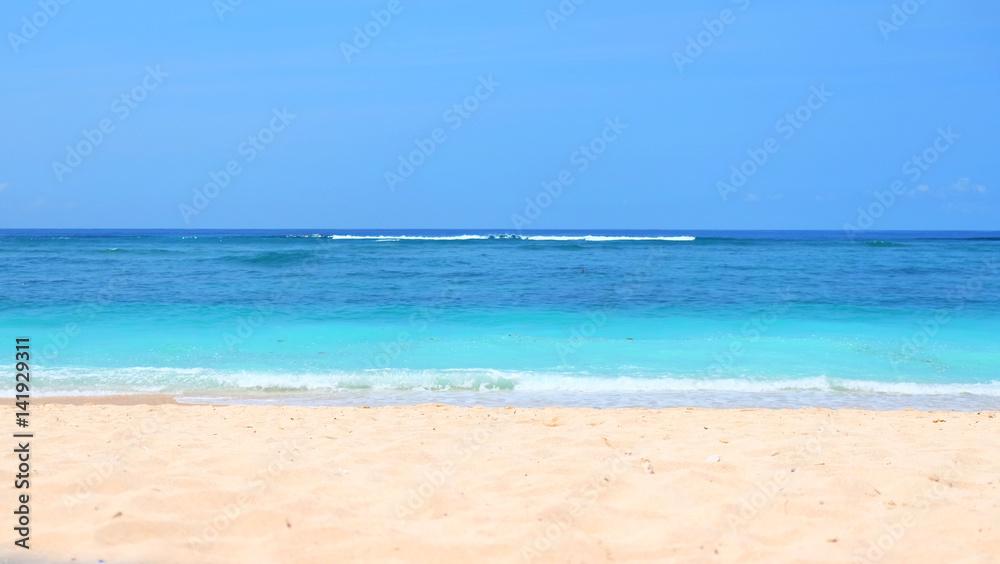 Tło plaży / Plaża jest formą terenu wzdłuż zbiornika wodnego. Zwykle składa się z luźnych cząstek, które często składają się ze skał, takich jak piasek, żwir, żwir, kamyczki <span>plik: #141929311 | autor: taffpixture</span>
