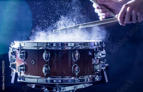 Carta da parati man plays musical percussion instrument with sticks, a musical concept, beautifu