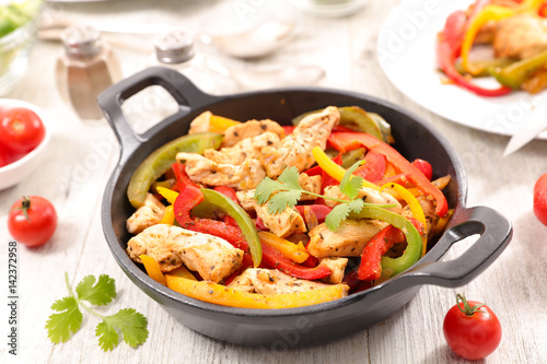 Obraz na płótnie chicken fillet fried with bell pepper