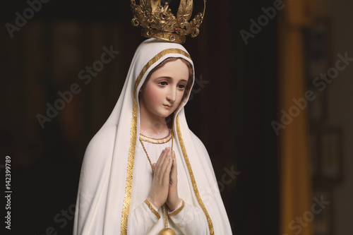 Stampa su Tela Mother Mary Statue in Catholic Church Praying virgin saint woman women