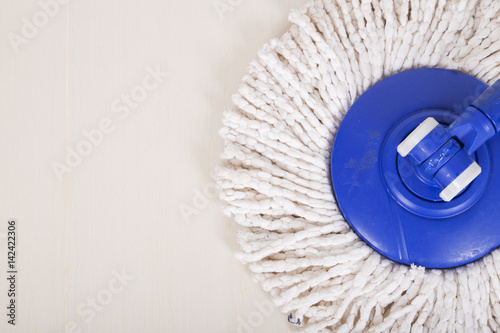 Fotografia mop for cleaning with floor background