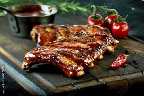 Obraz na plátně Spicy hot grilled spare ribs from a summer BBQ