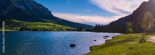 Photo Walchsee Lake, idyllic summer landscape at sunset in the Kaiser Mountains, Tirol