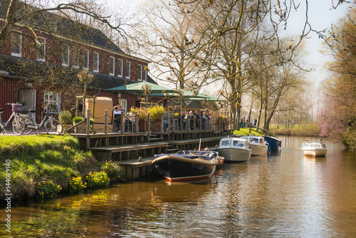 Fotografiet restaurant with boat dock at the canal