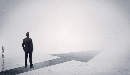 Obraz na plátne Standing salesman looking ahead with arrow