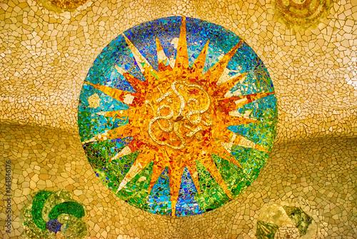 Fotografie, Tablou sun mosaic at the Parc Guell, Barcelona