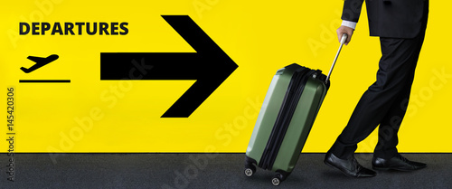 Fotografia Businessman with luggage in Departures Airport terminal