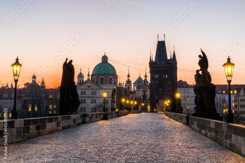 Photo Prague, Charles Bridge (Karluv Most) in the morning, the most beautiful bridge in Czechia