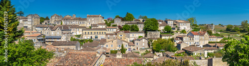 Fotografia Cityscape of Saint-Emilion town, a UNESCO heritage site in France