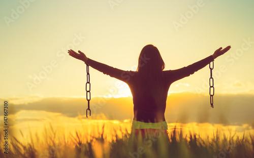 Fotografia, Obraz Woman feeling free in a beautiful natural setting.