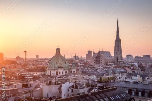 Fototapeta premium Panoramę Wiednia z katedrą św. Szczepana w Wiedniu, Austria