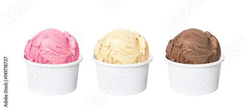 Photo Neapolitan ice cream scoops in white cups of chocolate, strawberry, and vanilla