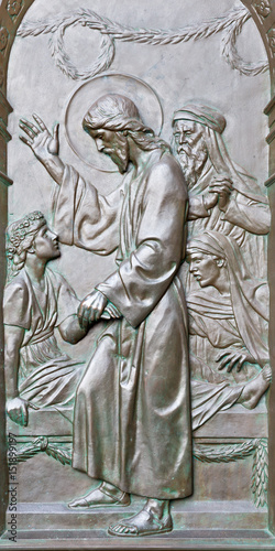 Obraz na plátne BERLIN, GERMANY, FEBRUARY - 14, 2017: The bronze relief The Raising of Jairus Daughter on the gate of Dom by Otto Lessing (1906)