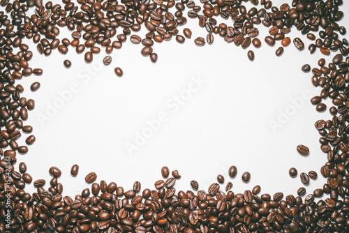 Fototapeta premium Palone ziarna kawy izolowane