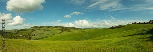 Beautiful panorama landscape of waves hills in rural nature, Tuscany farmland, I Fototapet