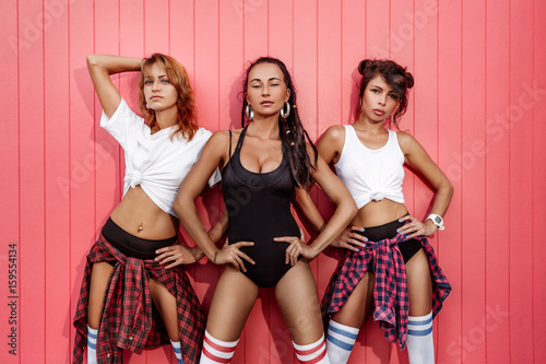 Canvas Print three hot young girls hip-hop dancers outdoors