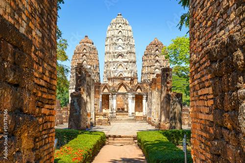 Obraz na plátně Wat Si Sawai Temple at Sukhothai Historical Park, a UNESCO World Heritage Site i