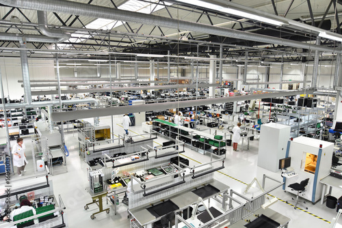 Canvas-taulu Factory for assembly of electronic components
