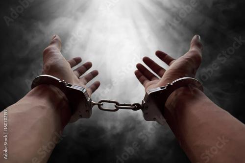 Obraz na płótnie Hands of prisoner in handcuffs
