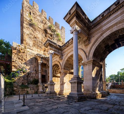 Valokuva The Hadrian's Gate  in Antalya, Turkey