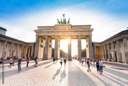 Vászonkép Brandenburger Tor in berlin while sunset