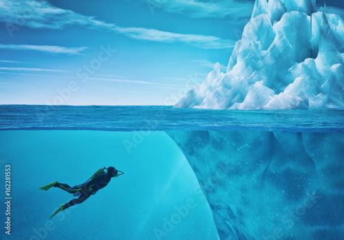 Photo Diver swimming