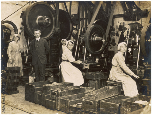 Canvas Print WW1 - Female war workers -  Manchester munitions factory