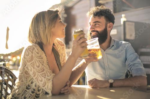 Fotografia Friends having a beer in a bar