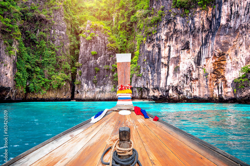 Fototapeta Long boat and blue water at Maya bay in Phi Phi Island, Krabi Thailand