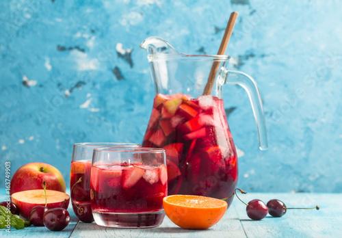 Obraz na płótnie Refreshing sangria or punch with fruit