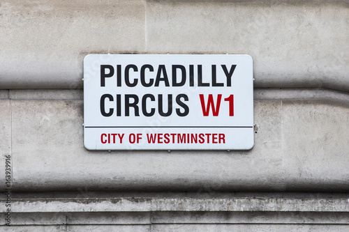 Платно Piccadilly Circus in London
