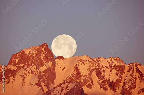 Canvas Print Moon Setting Over Mountain